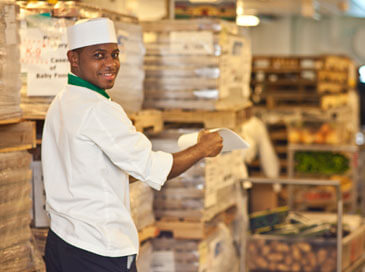 Складской работник продуктов питания
